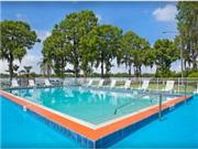 Howard Johnson Express Inn Suites Lake Front Park ... - Florida Orlando & Inland