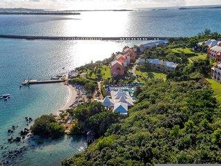 Hotel Grotto Bay Beach