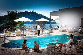 Hotel Feral