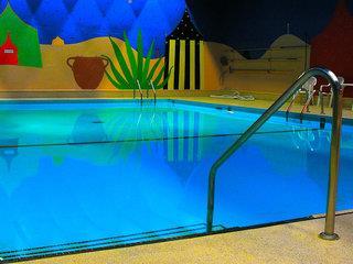 Coast Plaza Hotel & Suites