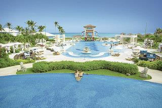 Hotel Sandals Emerald Bay & Ocean Village